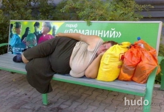 How many bags do you see on that bench?